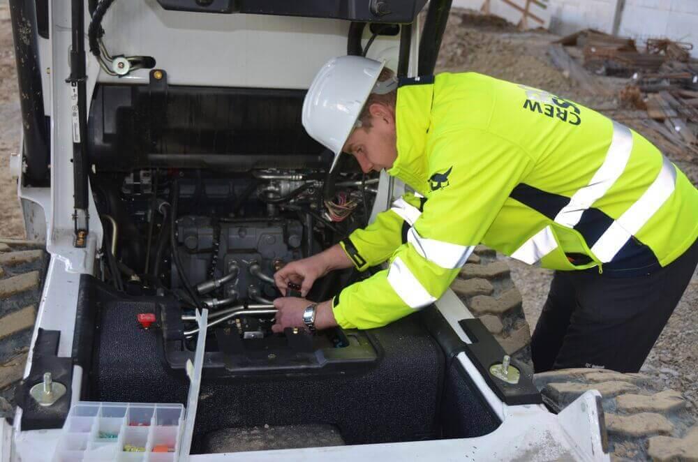 Medium bobcat skid steer loader s450 service img 5448 140108 1